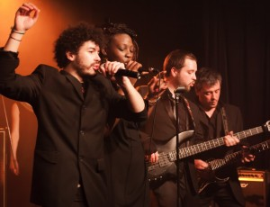 Live / Duo chant 2 ©Reno Laithienne